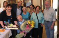 Auguri a nonna Ines, che ha spento 101 candeline