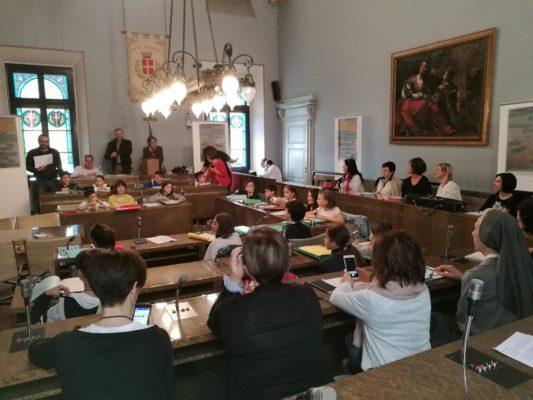 ultimo consiglio comunale bambini novara