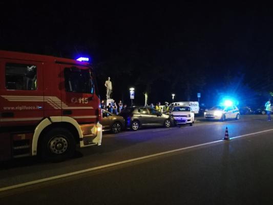 Carambola sulle auto parcheggiate, tre feriti sul Baluardo Sella