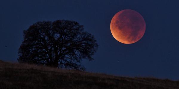 In bici al Mottarone per l'eclissi di luna più lunga del secolo