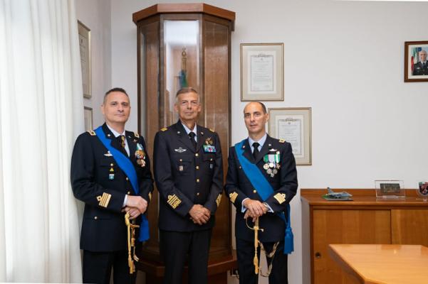 Da sx il Col De Simone, il Generale di Squadra Aerea Giovanni Fantuzzi, il Col. Pietro Spagnoli