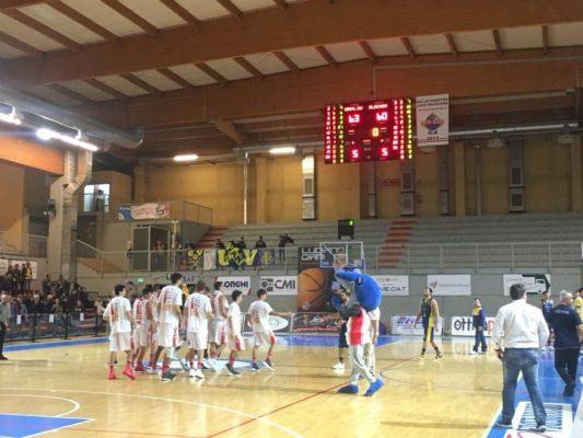 Basket serie B. Oleggio batte Vigevano in rimonta e vede la vetta
