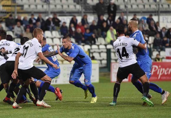Un tempo ed un rigore a testa. Pro-Novara finisce 1-1