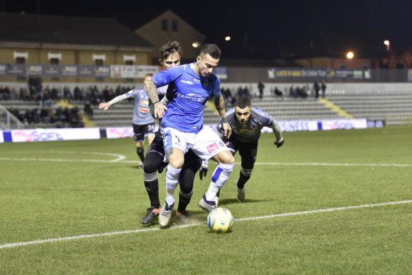 Un derby sporco e cattivo partorisce il solito pareggio: Alessandria-Novara 1-1