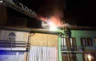 Cameri, tetto in fiamme