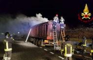 A26, autoarticolato in fiamme