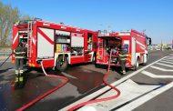 Auto in fiamme in autostrada, illesi gli occupanti