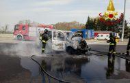 A4: furgone in fiamme nell'area di servizio