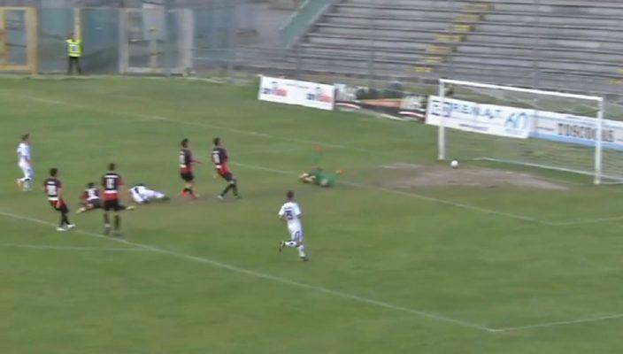 Torna al successo il Novara contro la Lucchese, grazie ad una rete di Shiavi nel primo tempo. Azzurri in controllo fino all'espulsione di Rigione che regala il forcing finale della Lucchese.