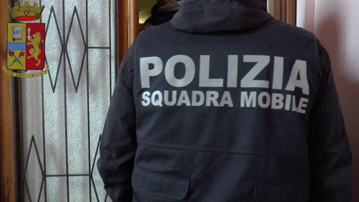 Prima il furto di vino all'Esselunga, poi lo spaccio e per finire evasione dai domiciliari: 21enne nei guai