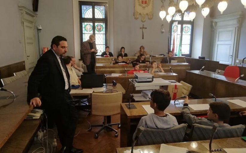 Palazzo Cabrino, ultima seduta del consiglio comunale dei bambini