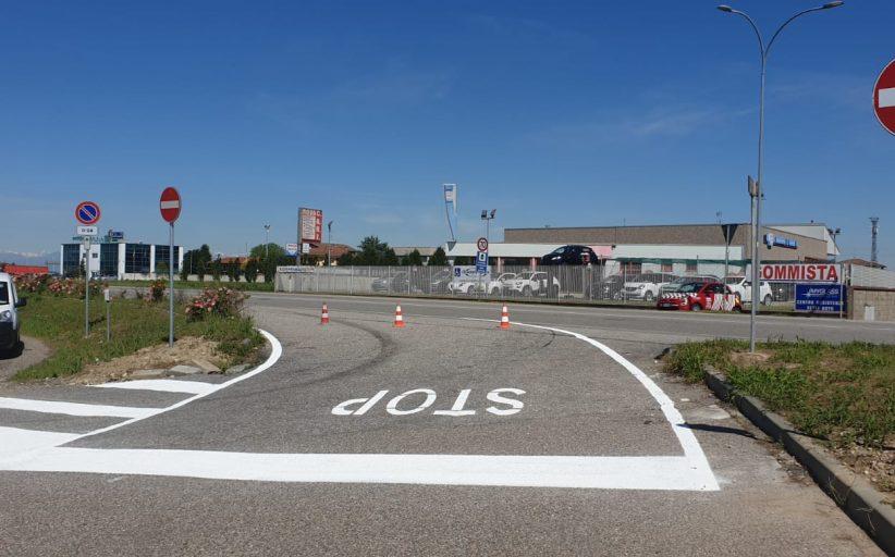 Trecate, lavori in corso per ridisegnare la segnaletica stradale