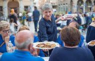 Borgo in Blu, più di trecento commensali alla Cena di Comunità
