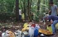 Trecate: abbandona i rifiuti nel parco del Ticino, multato dalla Polizia locale
