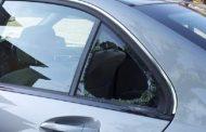 Ladri spaccano il finestrino e rubano borsa al cimitero