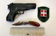 Al bar con coltello e pistola giocattolo, denunciato a Trecate