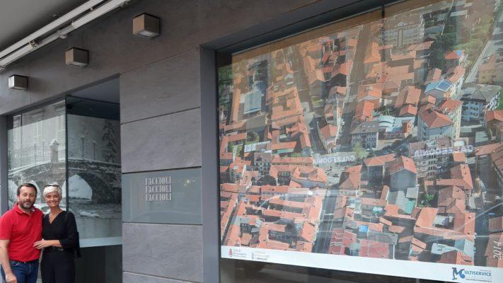 Borgomanero, foto storiche nei negozi sfitti per abbellire il centro