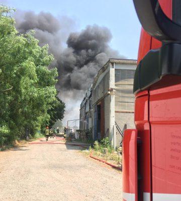 incendio in un capannone