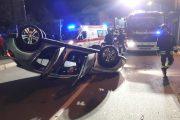 Auto si ribalta dopo lo scontro, ferita una ragazza