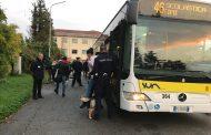Controlli sui bus con i cani antidroga a Novara e Trecate