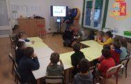 Poliziotti a scuola con i bimbi della Galvani