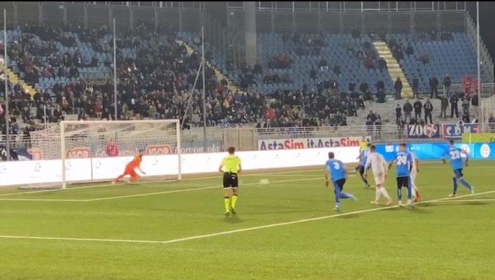Doppio Bortolussi e gli azzurri tornano al successo. Novara-Como 2-1
