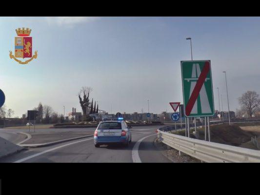 lancio sassi cavalcavia arresti polizia Novara