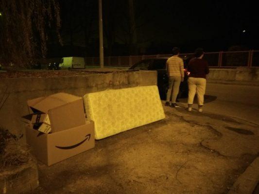 abbandono rifiuti via Adamello Novara