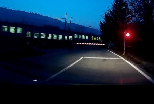 auto sui binari Briga Novarese treno merci disastro evitato