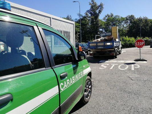 I Carabinieri Forestali sequestrano automezzo carico di elettrodomestici da smaltire