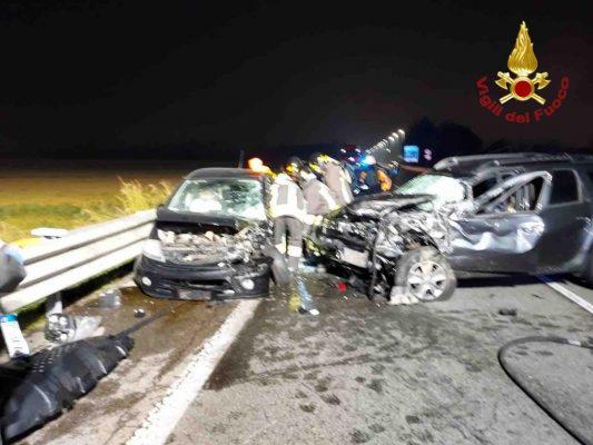 Terribile carambola fra sette auto in corso Milano con otto feriti, uno è grave