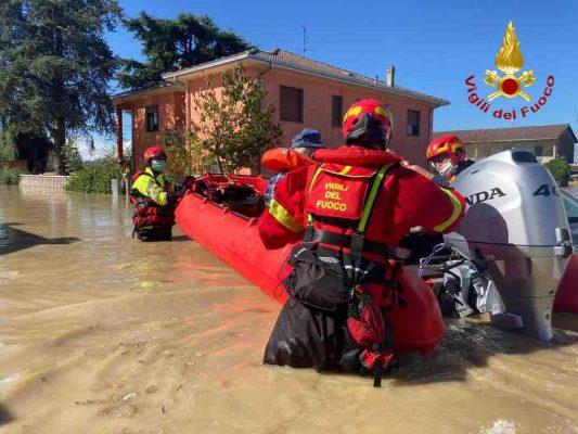 Notte di paura nel novarese, Vco e Valsesia. Crolla il ponte di Romagnano. 11 dispersi in Piemonte. Chiesto lo stato d'emergenza.