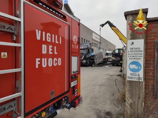 Morto in serata un operaio 36enne vittima di un incidente sul lavoro in via Fauser