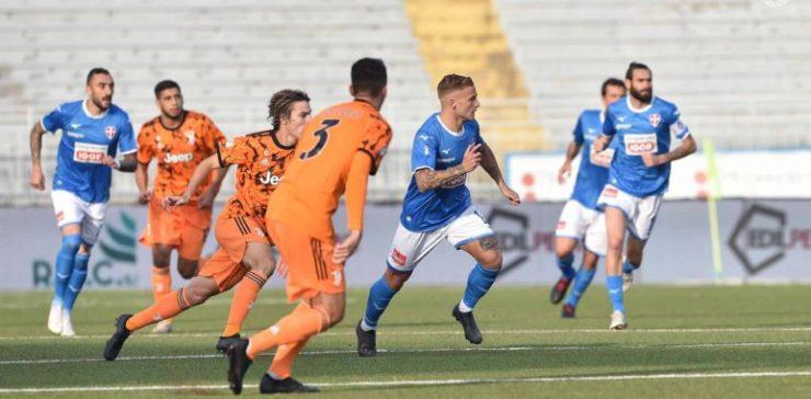Rigori ed espulsioni non abbattono il Novara, contro una Juve talentuosa finisce 1-1