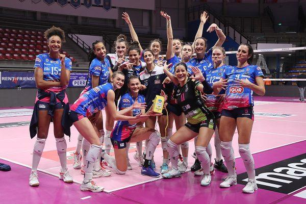 Novara battuto e agganciato in classifica dalla Pistoiese, sotto l'albero azzurro ci sono i play-out