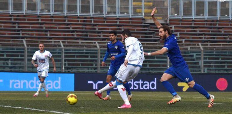 Il Novara non tira in porta, al Como dell'imbattuto Gattuso ne basta uno su rigore