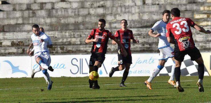 Lucchese Novara 1-4 serie C Lega Pro salvezza