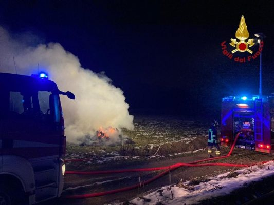 capodanno incendio rotoballe cascina Carmenlitana San Pietro Mosezzo Cesto