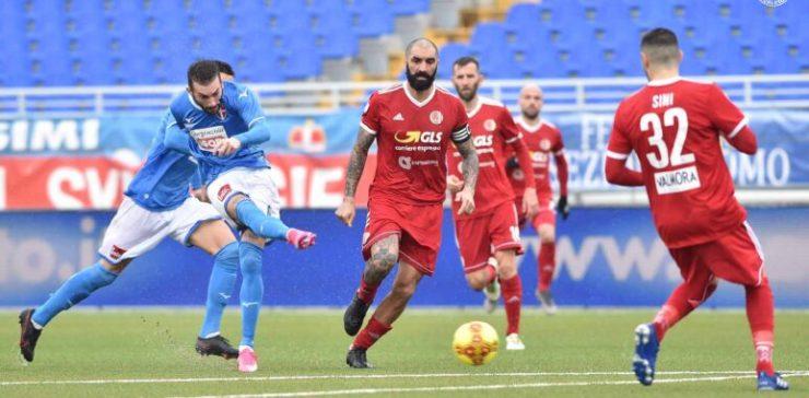 Il Novara batte l'Alessandria 2-1, l'orgoglio azzurro vince il 99° derby del quadrilatero piemontese