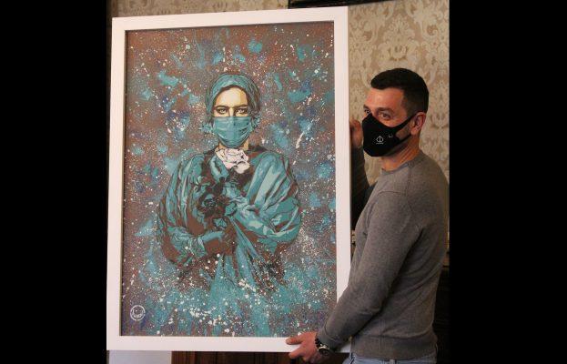 Gli angeli delle corsie ispirano l'arte. CreAttivi dona al Maggiore un quadro firmato da Federico Vullo