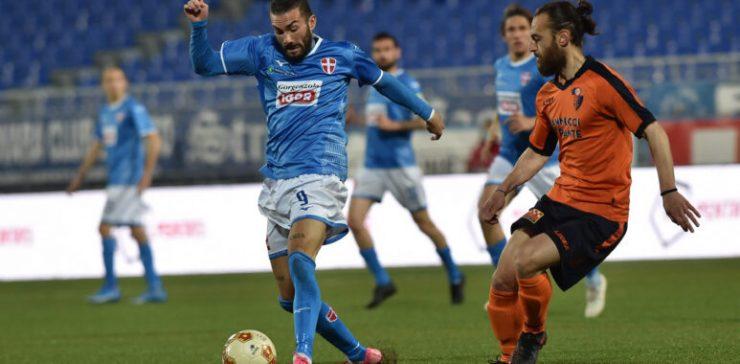 Il Novara risponde presente, ma dopo il 3-0 del primo tempo, la Pistoiese sfiora la clamorosa rimonta