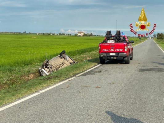 incidente auto ribaltata morto provinciale Vespolate Robbio Lomellina