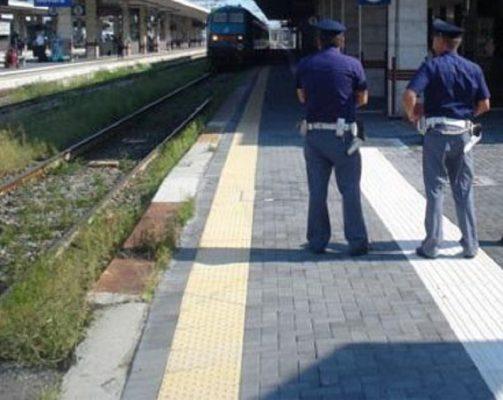 Salvata dalla Polfer una donna scesa dal treno che si era pericolosamente incamminata sui binari