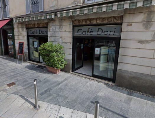 Intubato al bar di piazza Gramsci, 70enne muore soffocato da qualcosa che ha ingerito, inutili i soccorsi