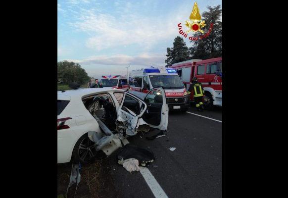 Scontro sulla 229 nei pressi di Vaprio d'Agogna, due feriti soccorsi dal 118